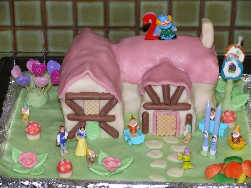 Gateau de couches et gateau d 39 anniversaire originaux forum cr ations et d coration magicmaman for Comgateau d anniversaire fille original
